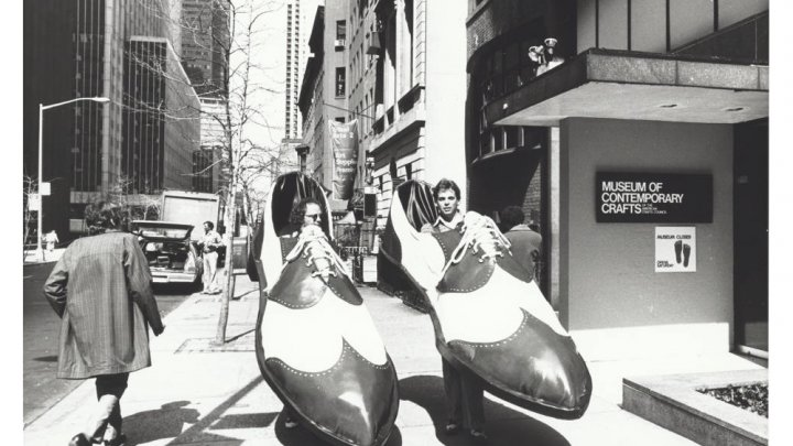 Performing giant saddle shoes